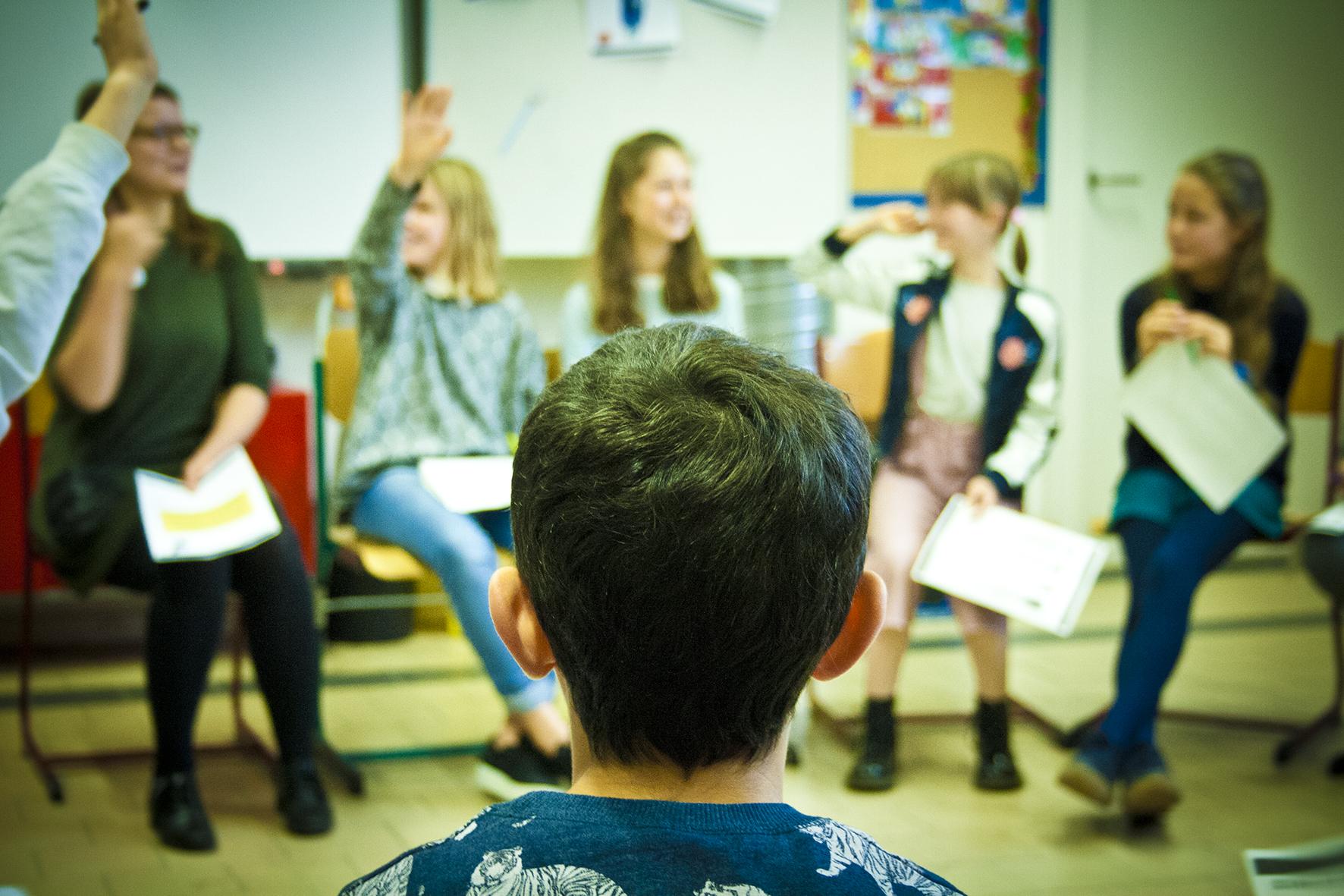 Seksuele opvoeding lagere school dankzij onze experten, die kinderen met elkaar in gesprek laat gaan over liefde, relaties, seksualiteit en alles wat daarbij hoort.